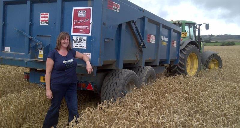 Caroline Knox with harvest sticker2014_24183