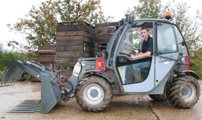 Jamie Sanders top fruit worker_26947