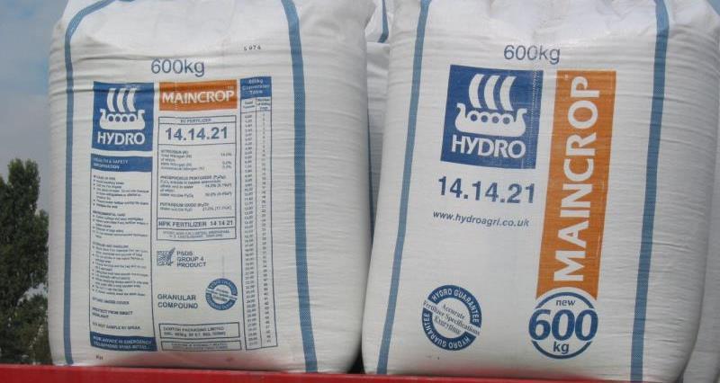 Bags of fertiliser_14607
