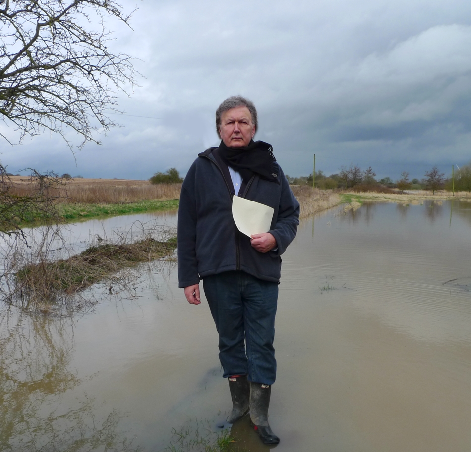 Sir Greg Knight visited his flood-hit constituents in East Yorkshire_71047
