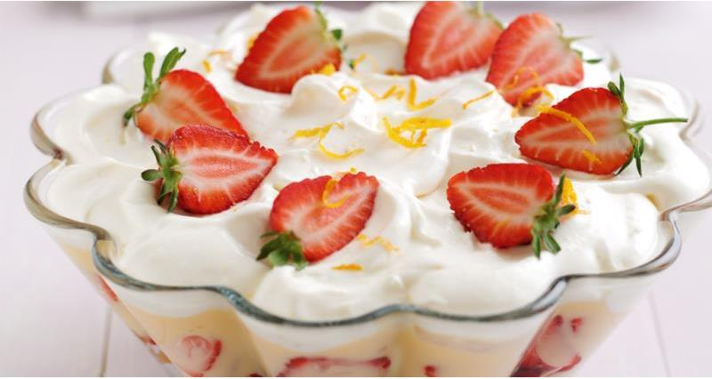strawberry trifle with Pimms_43917