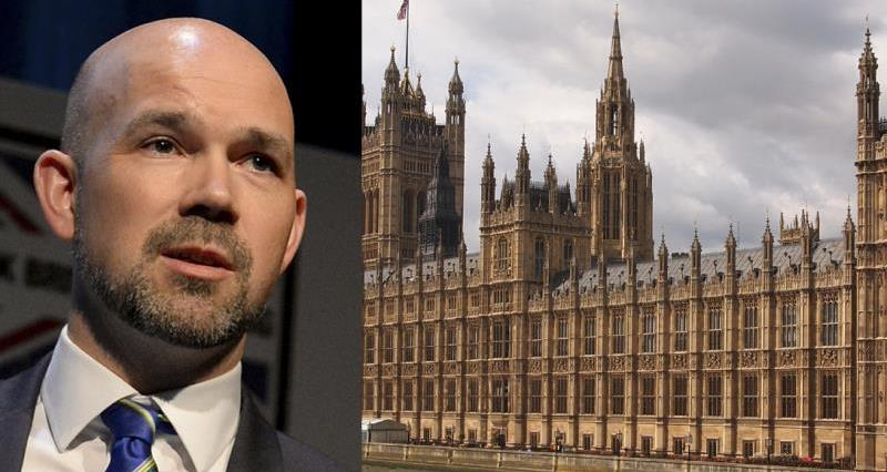 Matt Ware and Houses of Parliamment_35559