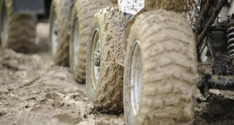 Mud on tractor tyres_12331