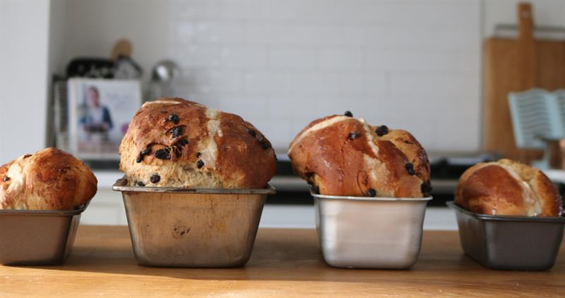 Wholemeal, apple and sultana hot cross bun loaf_62096