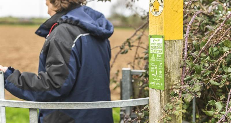 NEW gatepost sign reminds walkers of Countryside Code - order yours now