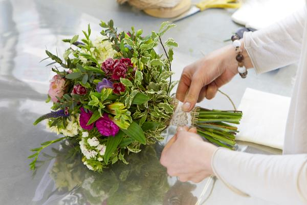 Great British Florist making a bouquet_13490