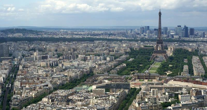 Aerial view of Paris_11777