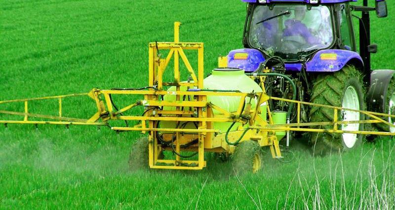 tractor crop spraying_7835