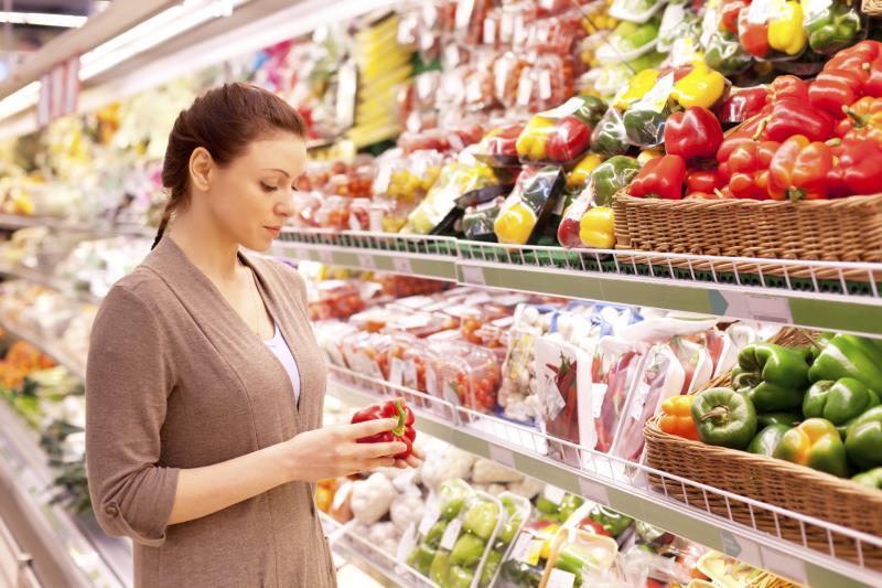 woman in supermarket_16169