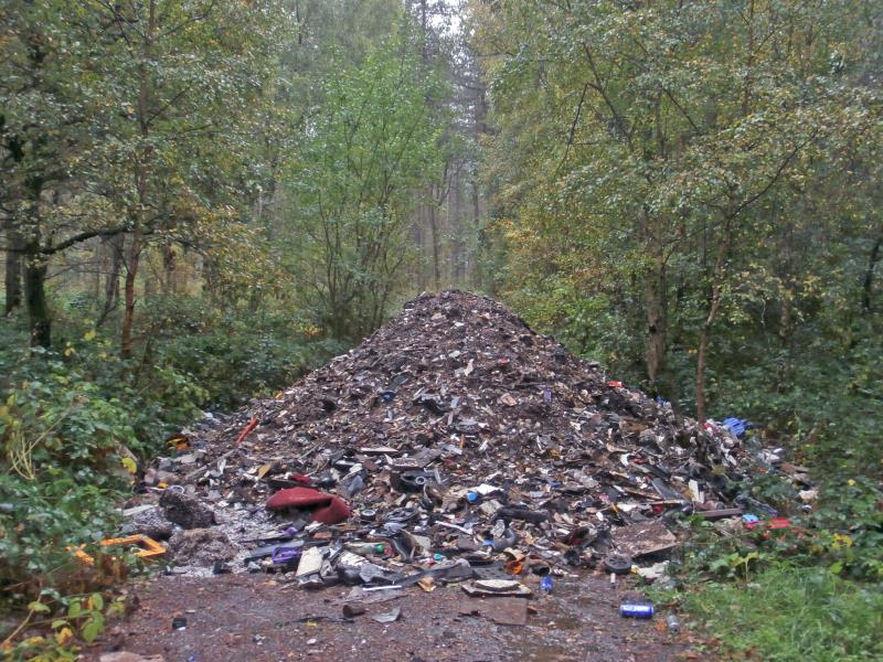 Fly tipping on the enville estate_21861