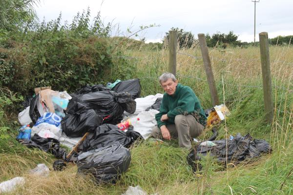 Richard Simkin and fly-tipping_22338