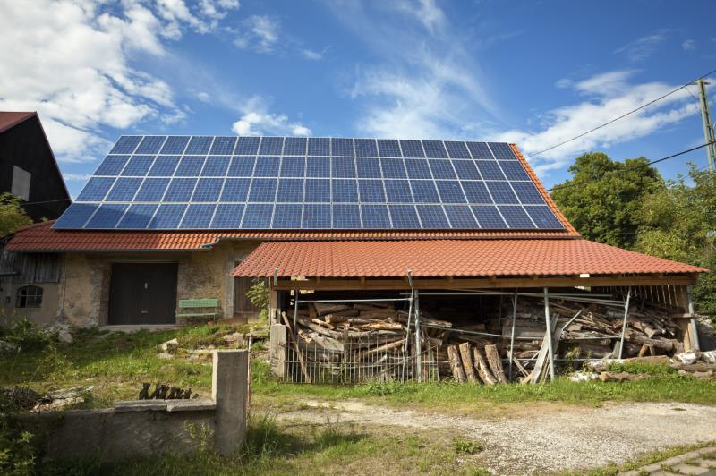barn with solar panels_25734