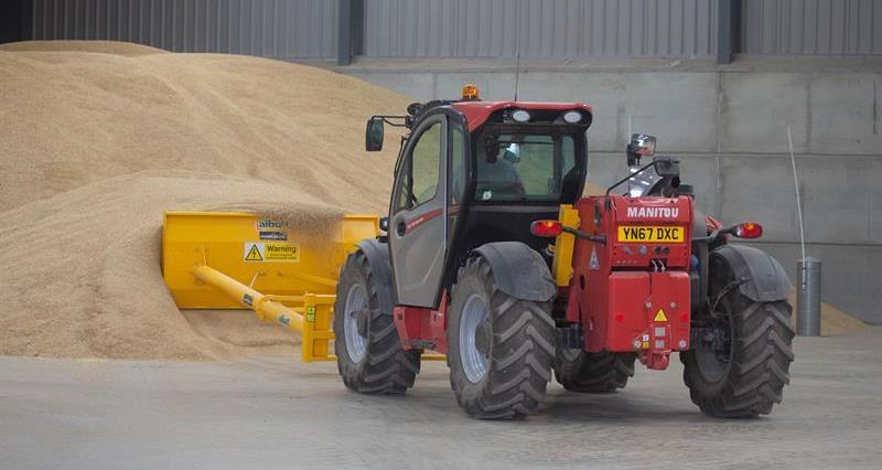 Grain storage barley harvest August 2018_62473
