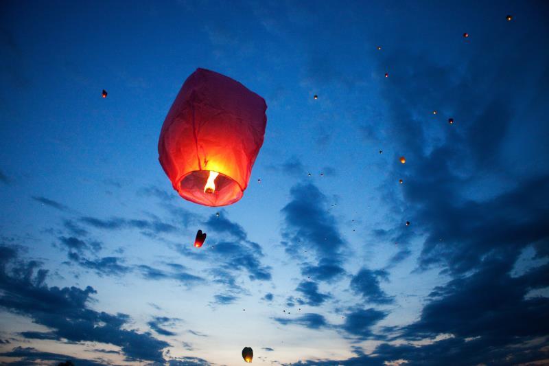 Sky lanterns_44052