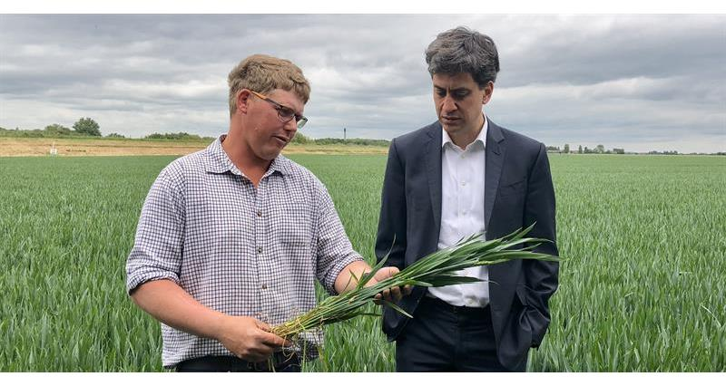 Ed Miliband on farm with Richard Hinchliffe_66657