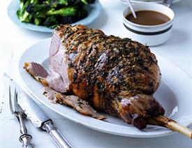 Garlic and herb butter roast lamb with cider gravy_67648