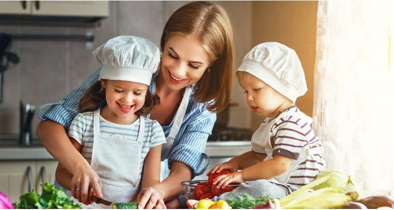 A parent cooking with her children_70086