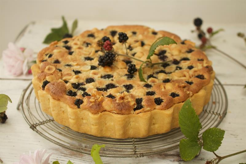 Bakewell tart with blackberry compote