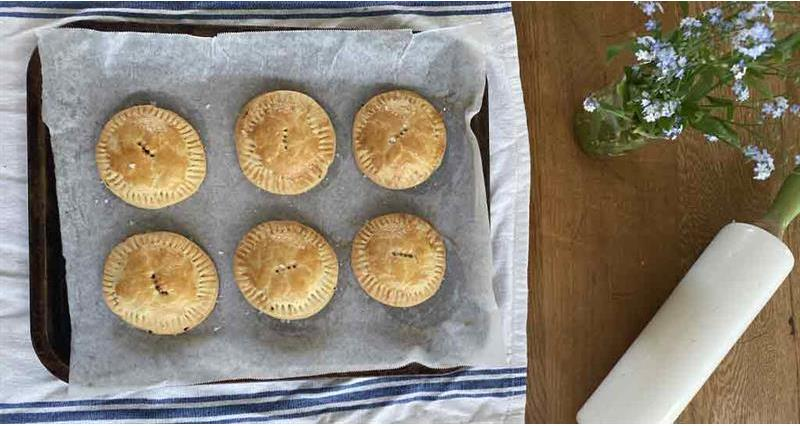 Little beef picnic pies with milk pastry_73602