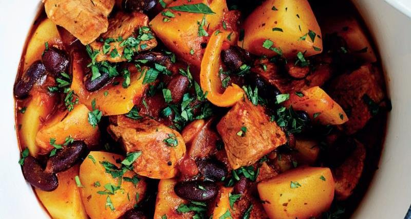 one pot potato and pork chilli _58703