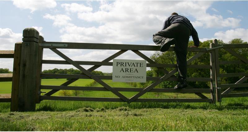 Trespass through a private gate_69505