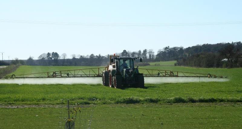 Crop spraying spring 2012_9817