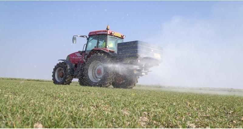 fertiliser spreading - DO NOT REUSE_56880