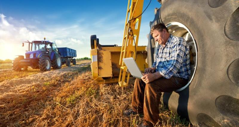rural broadband, farmer with tablet, ipad, tractor, internet, web_27666