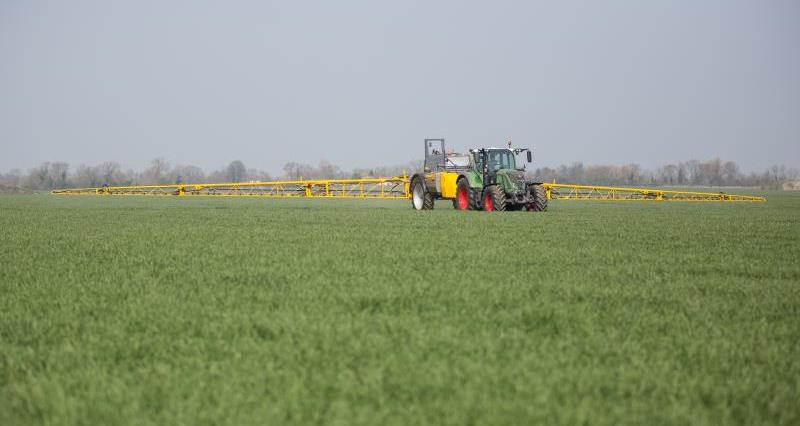 sentry sprayer, pesticides, glyphosate, pest, machinery, arable, crops_35598