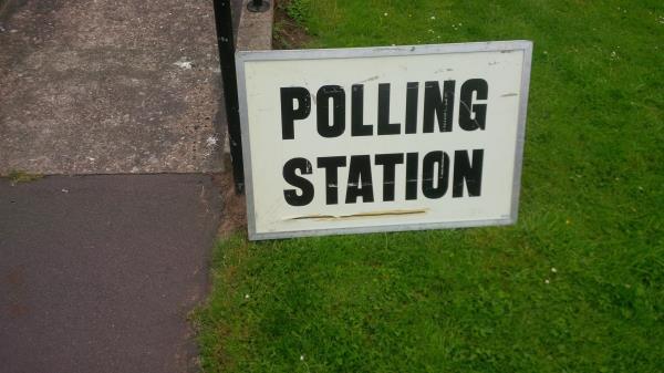 polling station sign, vote, eu referendum_35455