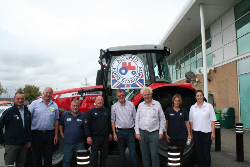 Team NFU promote Red Tractor Week at the Asda Trafford Park Supercentre_37272