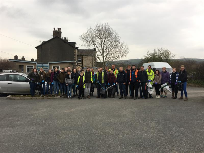 Vale O' Lune Young Farmers Club went litter picking_63542