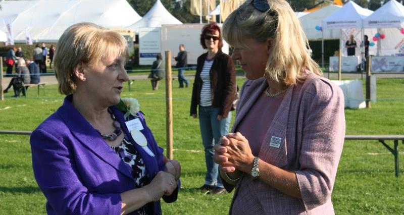 Christine Knipe with Minette Batters_41855