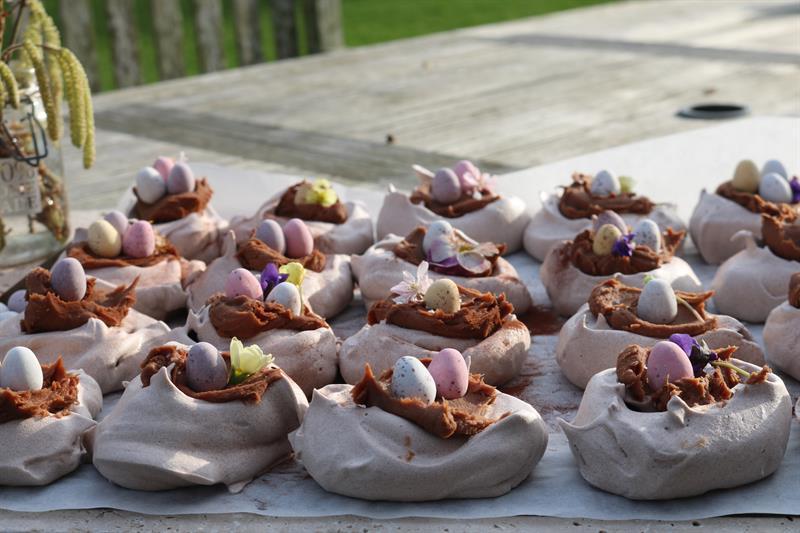Chocolate meringue nests with milk chocolate salted caramel ganache_61952