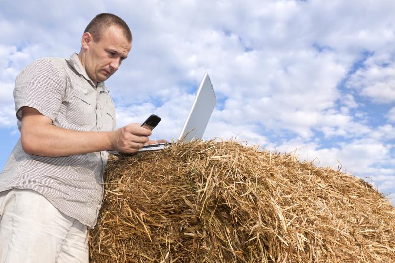 Farmer on laptop_7664