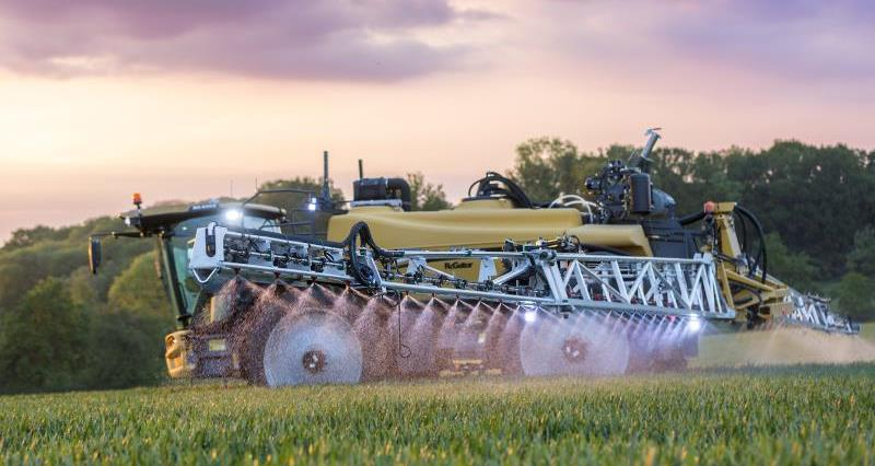 Self propelled Challenger sprayer_39715