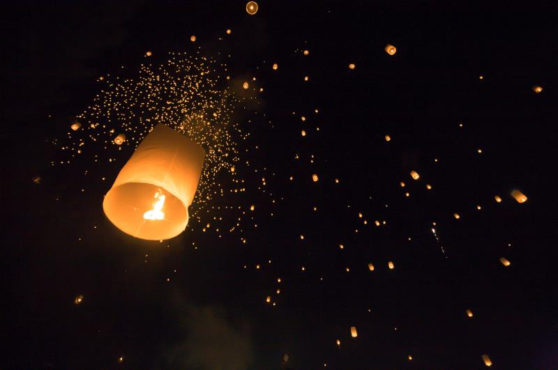 Sky lanterns_44053