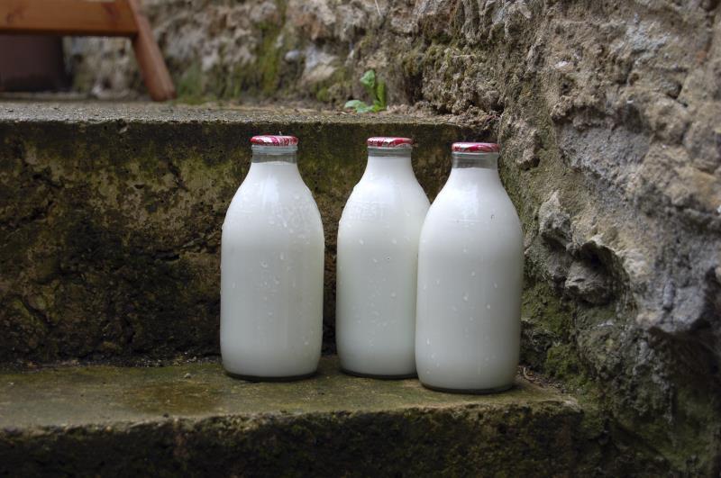 Milk bottles on doorstep_25743