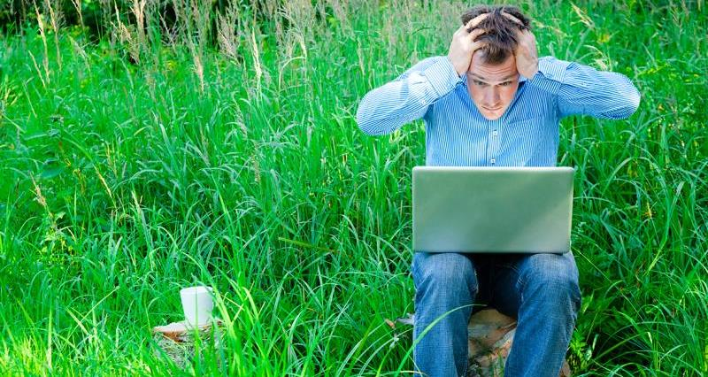 Frustrated farmer with Laptop_27383