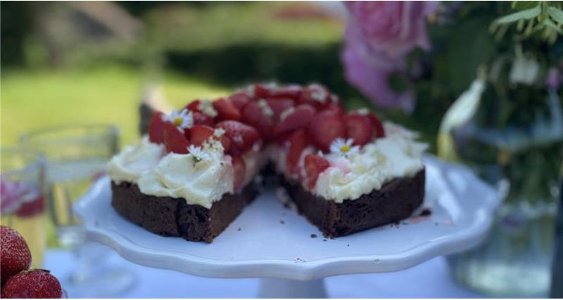 Strawberry and chocolate cheesecake tart