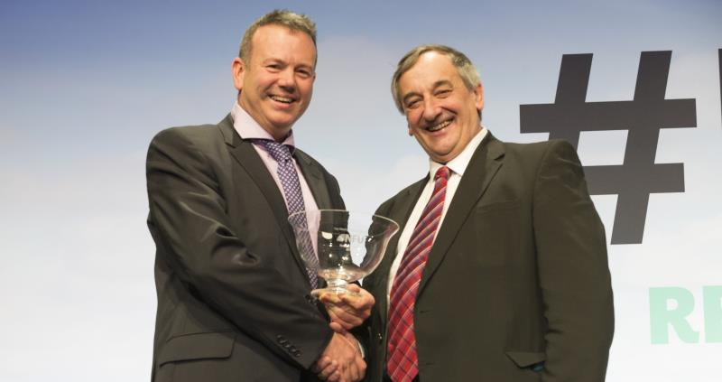 nfu18 richard bramley receiving inaugural meurig raymond award_51559