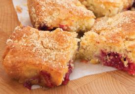 Bramley and blackberry tray bake_56904
