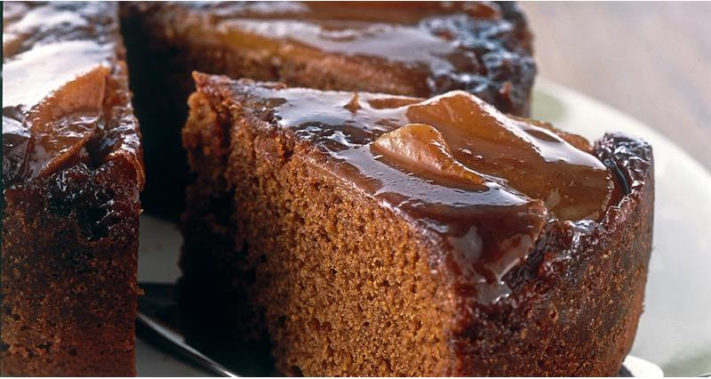 Gingerbread cake with pears