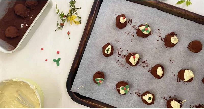 Milk chocolate Christmas pudding truffles