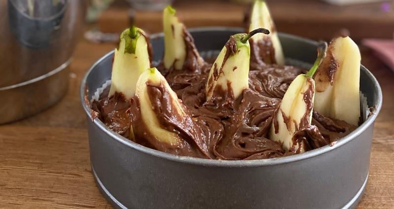 Pear, chocolate and hazelnut cake